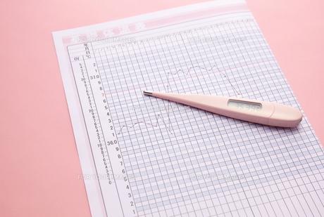 体温計と表の素材 [FYI01031929]