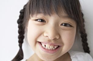 笑う少女の素材 [FYI01032166]
