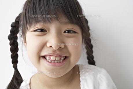 笑う少女の素材 [FYI01032192]