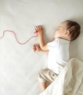 寝ている子供の素材 [FYI01032245]