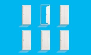 開いているドアと閉じているドアの素材 [FYI01032309]