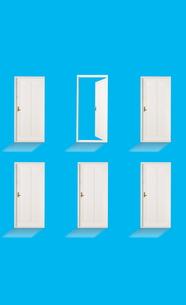 開いているドアと閉じているドアの素材 [FYI01032369]