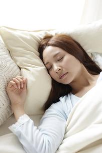 眠る女性の素材 [FYI01032402]