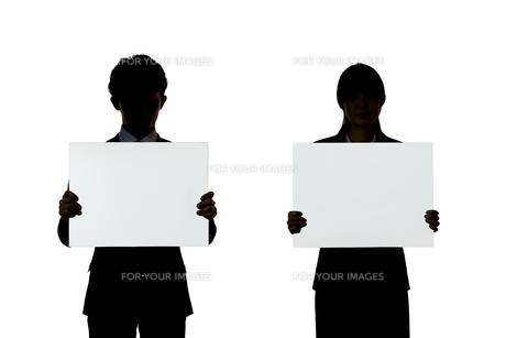ボードを持つビジネスマンとビジネスウーマンの素材 [FYI01032445]