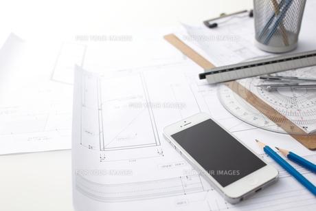 スマートフォンとビジネス小物の素材 [FYI01032584]