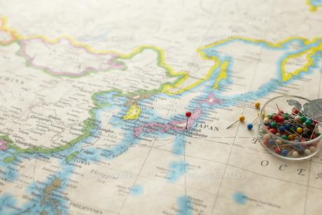 東京にピンをさした世界地図の素材 [FYI01032645]