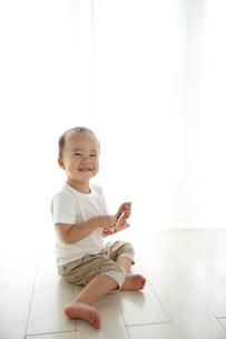 遊んでいる子供の素材 [FYI01032703]
