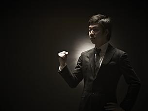 ガッツポーズのビジネスマンの素材 [FYI01032724]