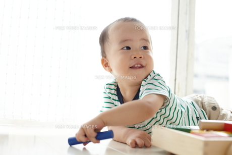遊んでる子供の素材 [FYI01032731]