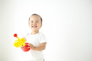 遊んでいる子供の素材 [FYI01032759]