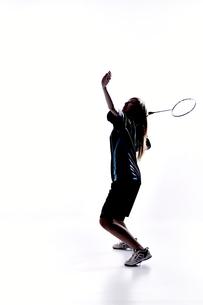 バトミントンをする女性のシルエットの素材 [FYI01033034]
