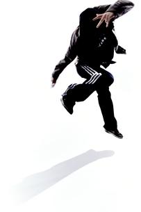 ダンスをする女性のシルエットの素材 [FYI01033045]