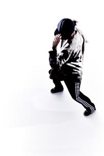 ダンスをする女性のシルエットの素材 [FYI01033162]