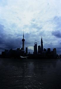 上海東方明珠電視塔のシルエットの素材 [FYI01033476]