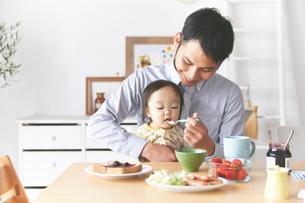 親子で朝食の素材 [FYI01033659]