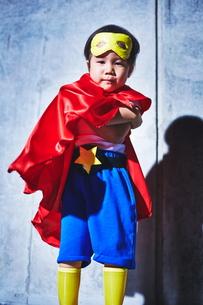 ちびっこスーパーマンの決めポーズの素材 [FYI01033694]