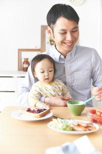親子で朝食の素材 [FYI01033778]
