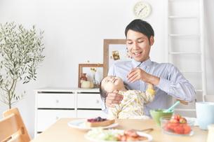 親子で朝食の素材 [FYI01033779]