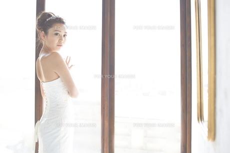 結婚式前の花嫁の素材 [FYI01033945]