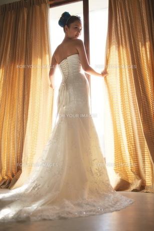 結婚式前の花嫁の素材 [FYI01033960]