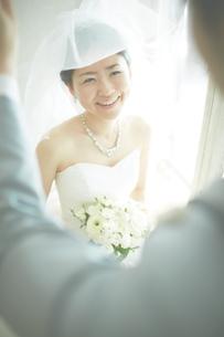 幸せな新郎新婦の素材 [FYI01033964]