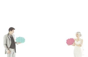 新郎新婦と吹き出しの素材 [FYI01033967]