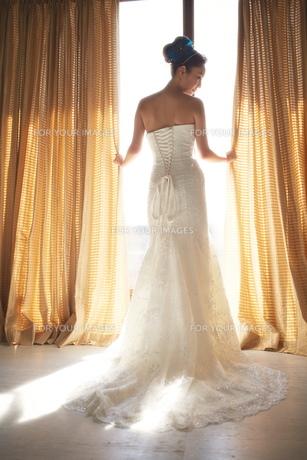 結婚式前の花嫁の素材 [FYI01033983]