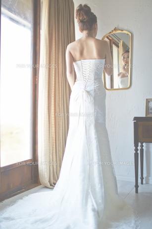 結婚式前の花嫁の素材 [FYI01034023]