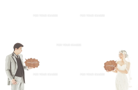 新郎新婦と吹き出しの素材 [FYI01034117]