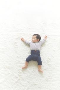 寝ている子供の素材 [FYI01034181]