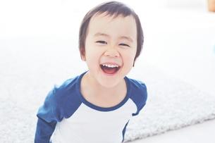 笑顔の男の子の素材 [FYI01034419]