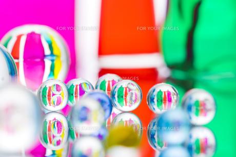 ビー玉とガラスの小物の素材 [FYI01038881]
