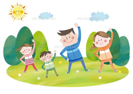運動をする笑顔の親子の素材 [FYI01042125]