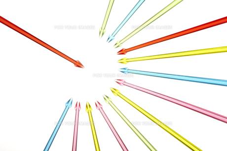 集中する矢印の素材 [FYI01042675]