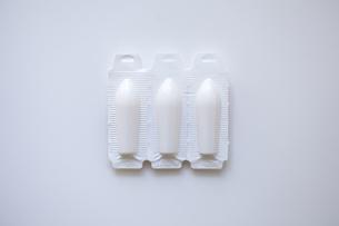 白い座薬の素材 [FYI01044095]