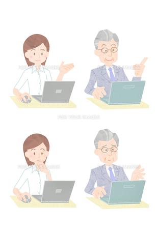 パソコンを操作するビジネスマンの素材 [FYI01060013]
