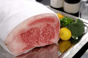 牛肉のブロックの素材 [FYI01065468]