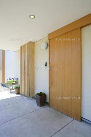 住宅の玄関入り口の素材 [FYI01065980]