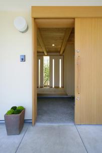 住宅の玄関入り口の素材 [FYI01066081]
