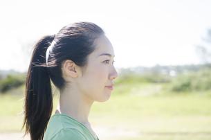 ポニーテールの女性の横顔の素材 [FYI01076988]