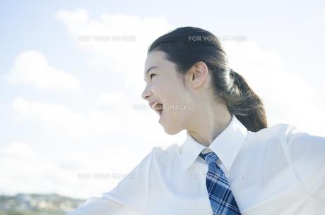制服姿で叫ぶ女の子の素材 [FYI01077415]