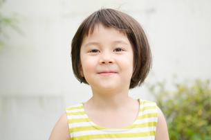 微笑む女の子の素材 [FYI01077433]