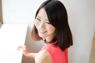 笑っている女性の素材 [FYI01077680]