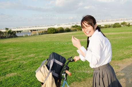 笑顔の女子学生の素材 [FYI01078077]