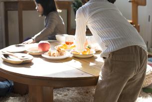 食卓にいる家族の素材 [FYI01078762]