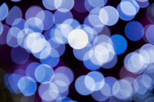 青の光のソフトフォーカスの素材 [FYI01079196]