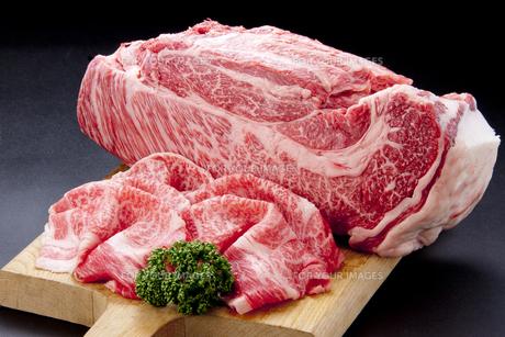 和牛すき焼き用スライスとブロックの素材 [FYI01079508]