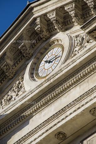 市庁舎正面入り口の時計の素材 [FYI01079655]