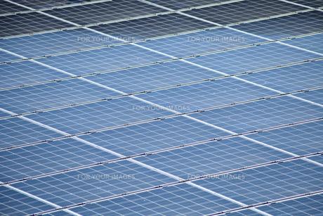 一面の太陽光発電パネルの素材 [FYI01079725]