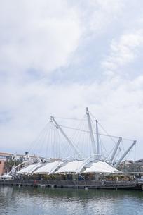ジェノヴァの港に建つイル・グランデ・ビーゴの素材 [FYI01080268]